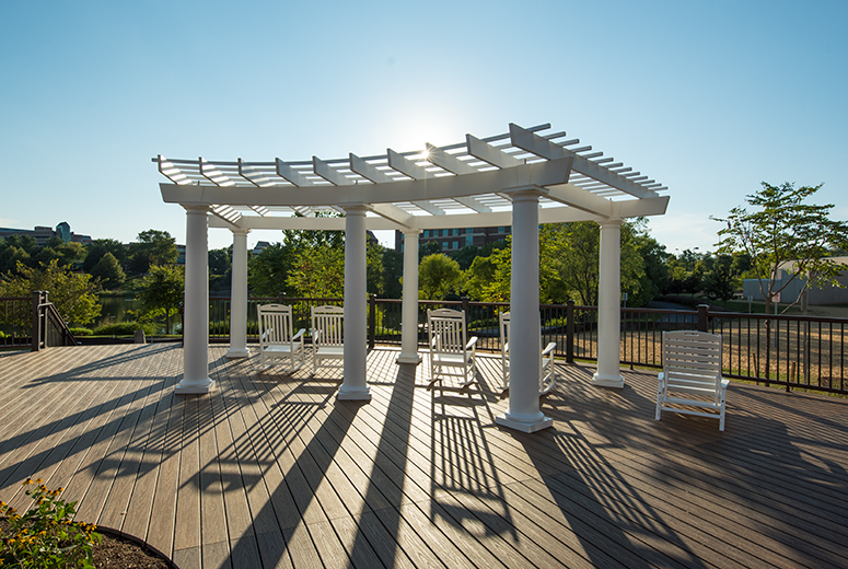 curved-trex-pergola-on-deck-tp