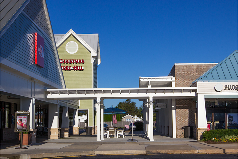 Tanger Outlets Bayside Shopping Center With Trex Pergolas and ShadeRight Fixed Canopies